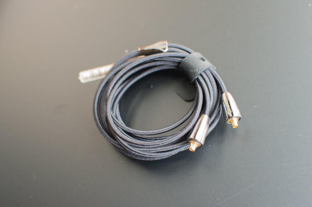 OSTRY KC09のイヤホンのケーブル